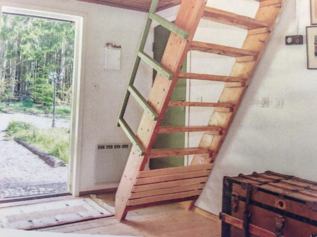 Entreen med trappe til førstesal